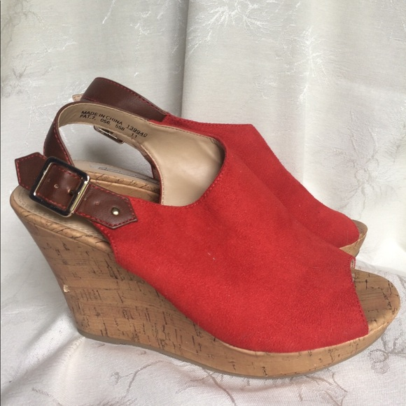 02fc29a37107 American Eagle By Payless Shoes - American Eagle Sz. 8 Red Wedge